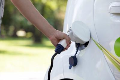 electric-car-refuel
